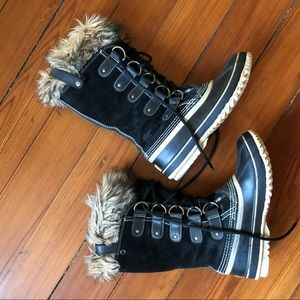Sorel Joan of Arctic boots, black lace up/fur trim